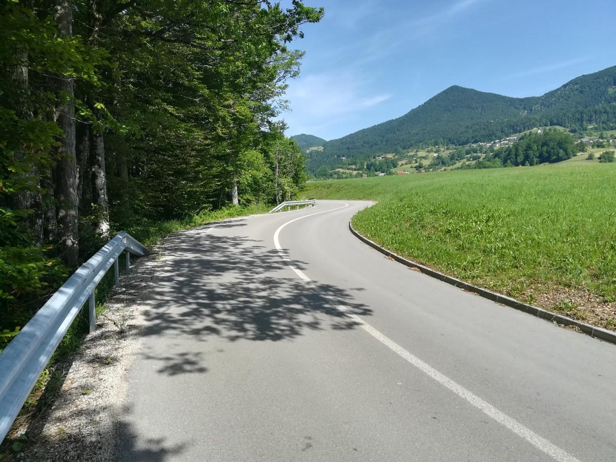 Obnova ceste v Javorje pod naseljem Dolenčice