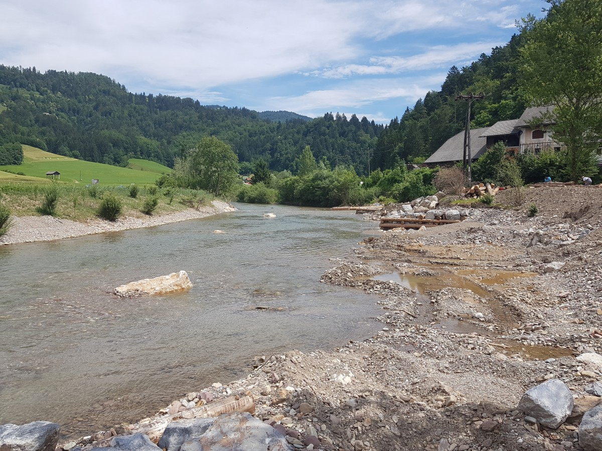 Reka Sora v Poljanah v novi strugi