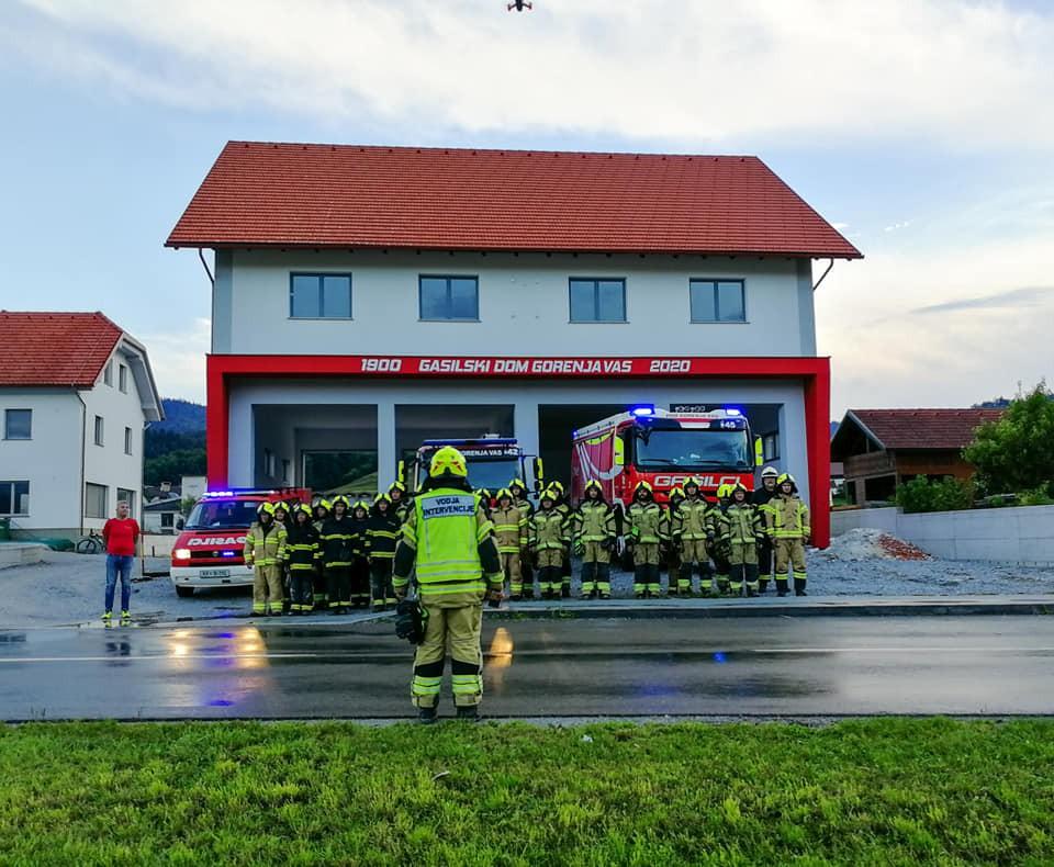 Župan Milan Čadež se je udeležil gasilske vaje v počastitev jubileja. (Foto: Gasilska enota Gorenja vas).