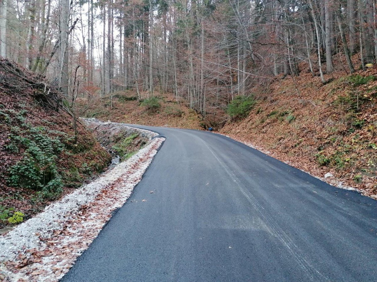 Rekonstruiranje ceste v Vinharje v zgornjem delu v dolžini cca 500 metrov. Foto: Igor Kržišnik