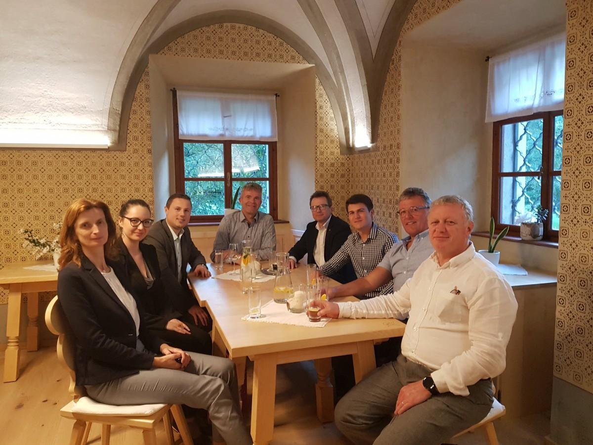 Minister Černač na obisku v Poljanski dolini