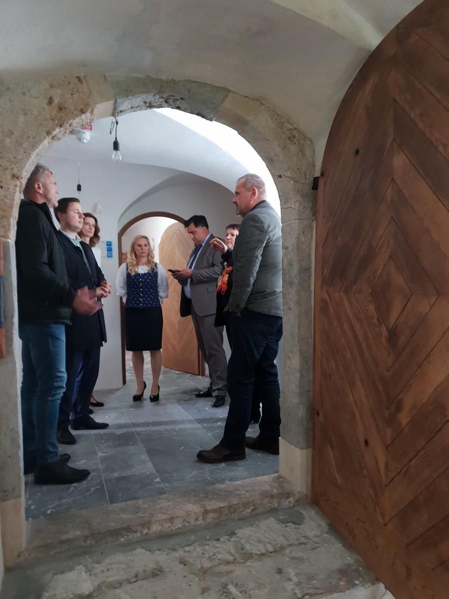 Minister za kulturo na obisku v Dvorcu Visoko