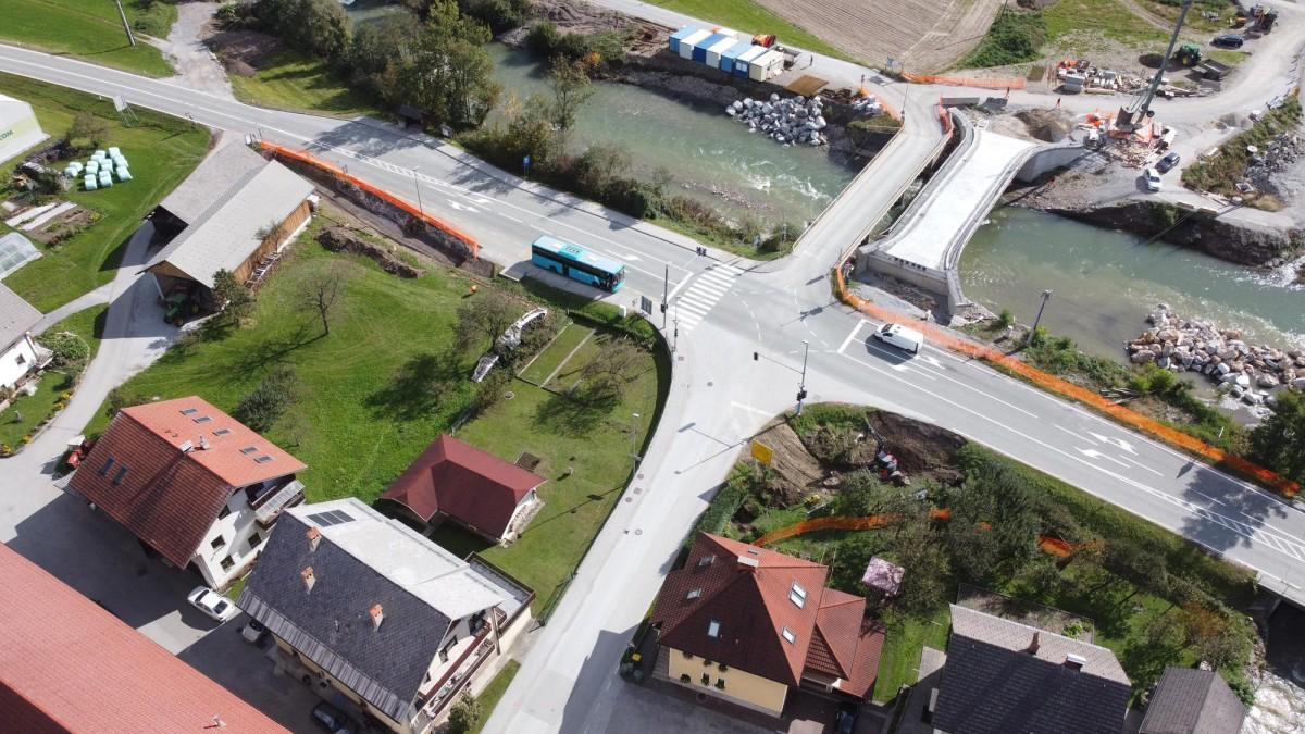 Izgradnjo krožnega križišča v Poljanah. Foto Domen Likozar
