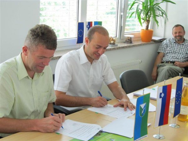 Novinarska konferenca s podpisom gradbene pogodbe - Izgradnja vodovodnega sistema Podvrh - Zapreval
