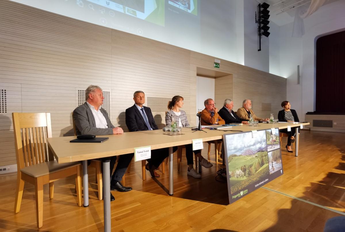 Udeleženci okrogle mize. Foto: Kristina Bogataj