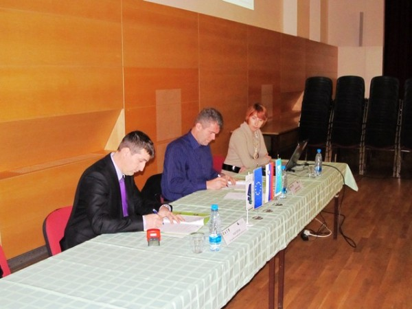 Slavnostni podpis pogodbe z novinarsko konferenco