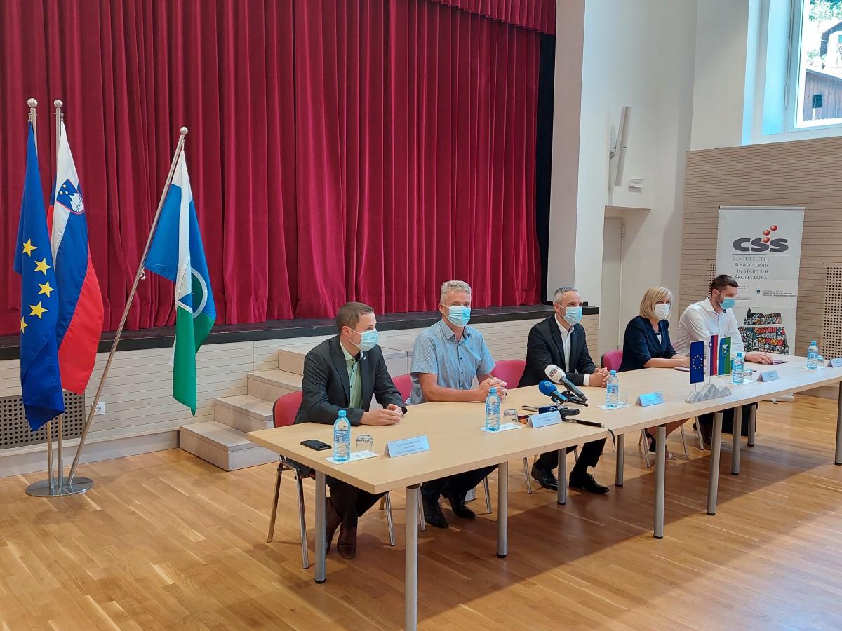 Minister prisostvoval podpisu pogodbe za Hišo generacij