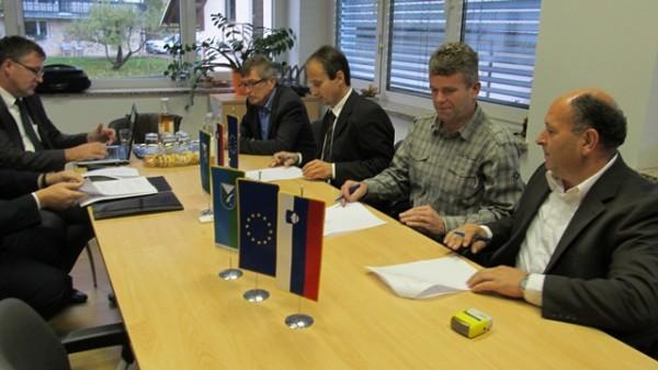 Podpis Gradbene pogodbe za izvedbo ureditve ceste Gorenja vas – Ljubljanica skozi Lučine